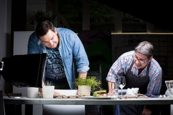 Von den fertigen Gerichten wurde Foodfotos mit Studiobeleuchtung gefertigt