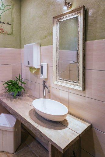 Stilvoll eingerichtetes WC