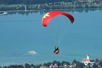 Paraglider am Himmel