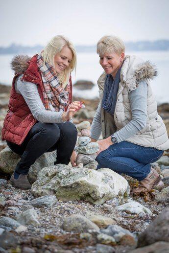 Muter und Tochter beim gemeinsamen Fototermin an der Ostsee