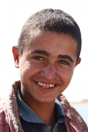 Junger ägyptischer Fischer vom Nasser Staudamm in Ägypten