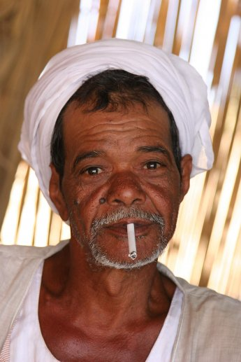 Porträt eines Fischers am Nasser Stausee in Ägypten