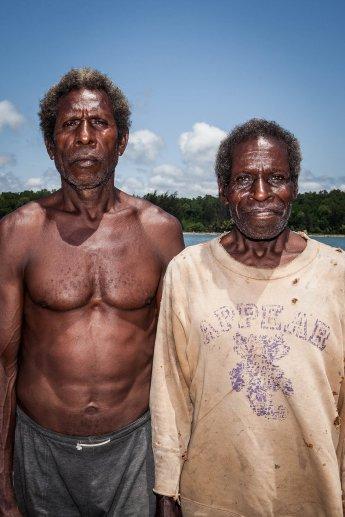 Zwei Einheimische Fischer aus Papua Neuguinea