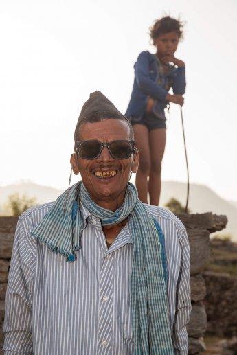 Travelfotografie aus Indien: Mann mit Kind im Hintergrund