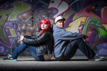Partnershooting vor Graffitti-Wand