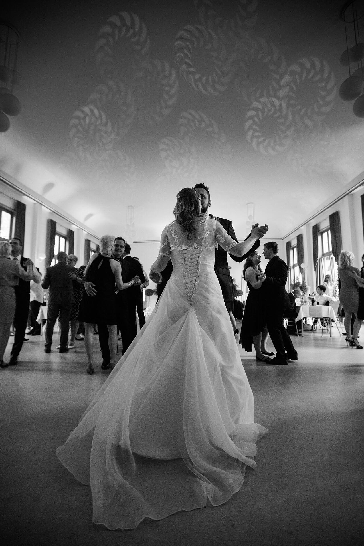 Ein besonderer Moment in der Hochzeitsreportage: der Eröffnungstanz