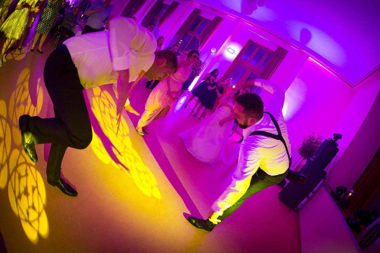 Auf der Tanzfläche der Hochzeitsfeier