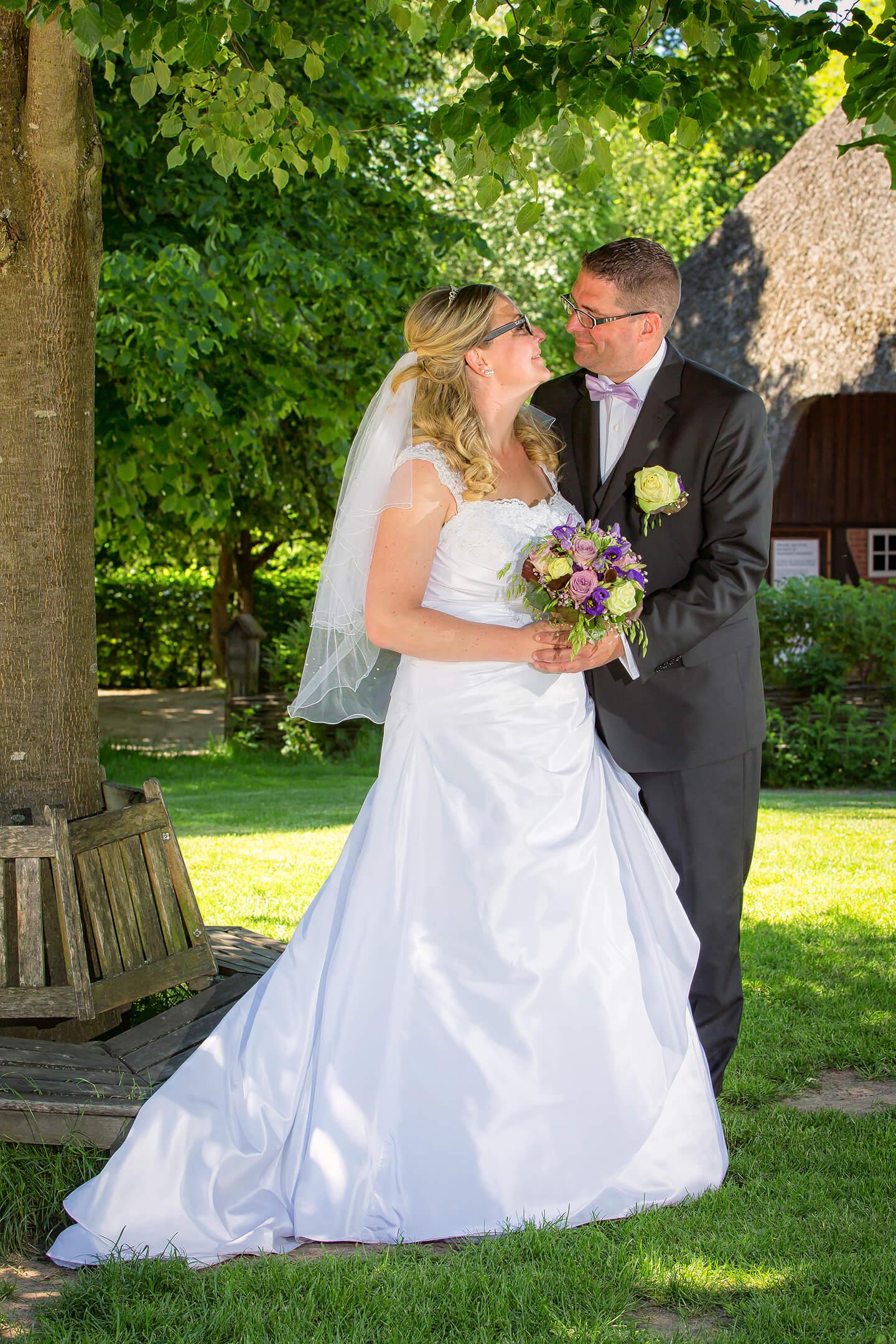 Hochzeitsfoto Brautpaar im Museumsdorf Volksdorf