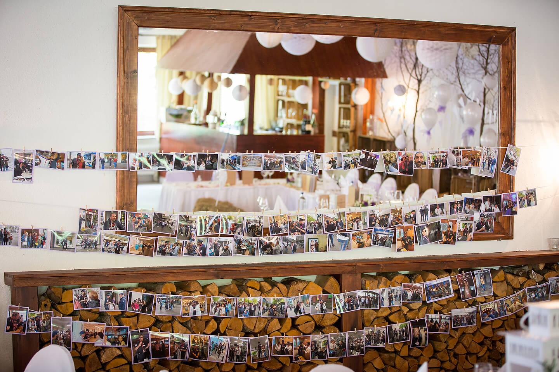 Aufgehängte Privatbilder bei Hochzeitsfeier in der Hochzeitslocation Westerhof