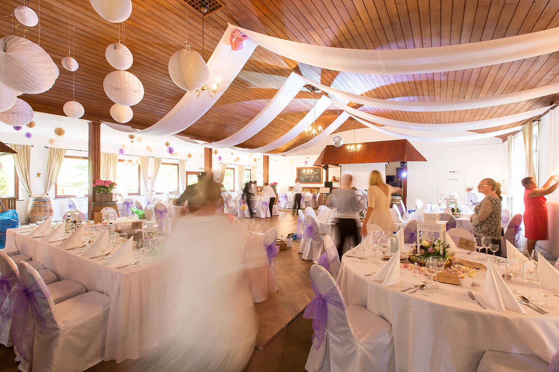 Die letzten Vorbereitungen zur Hochzeitsfeier im Westerhof