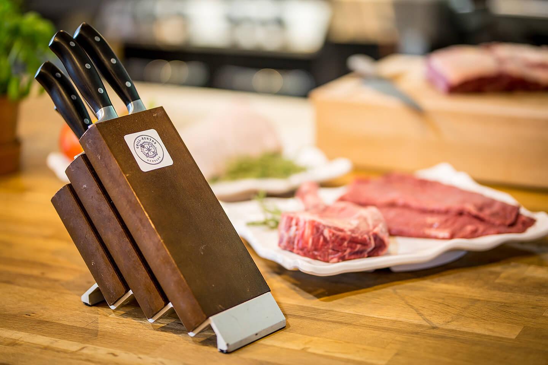 Detailfoto von einem Messerblock im Grill-Kontor