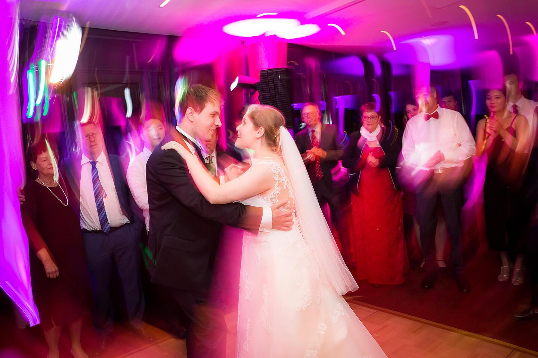 Gehört zu jeder Hochzeitsreportage: der Eröffnungstanz