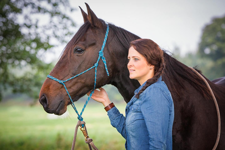 Portrait von Pferd und Reiterin