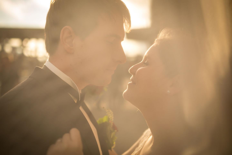 Hochzeitsfoto durch den Schleier fotografiert auf den Landungsbrücken Hamburg