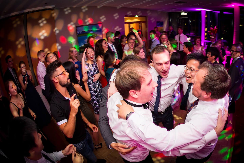 Die letzten Bilder einer Hochzeitsreportage werden meistens auf der Tanzfläche fotografiert