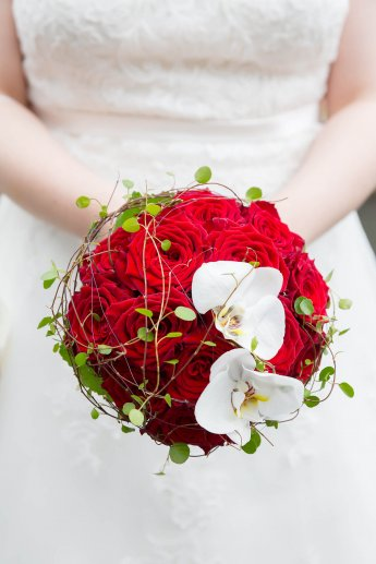 Eheringe auf dem Brautstrauss