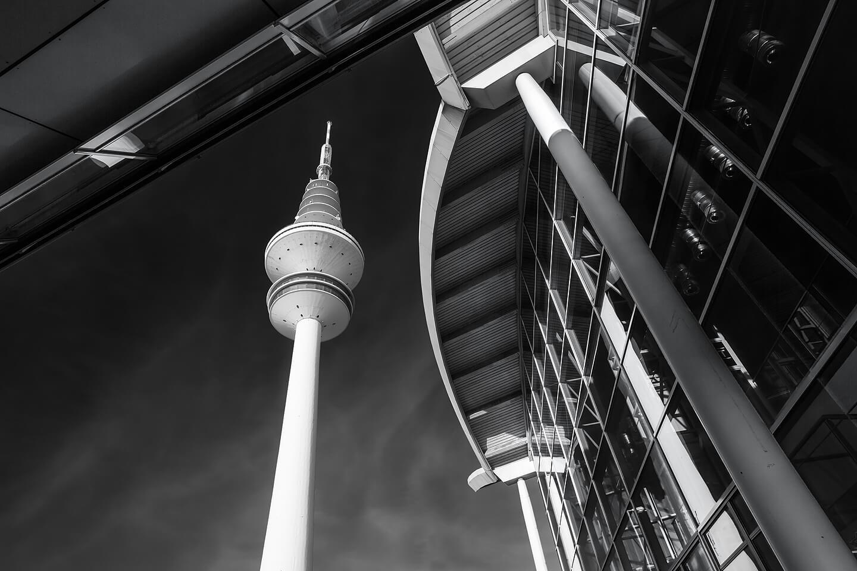 Der Hamburger Fernsehturm bei den Messehallen