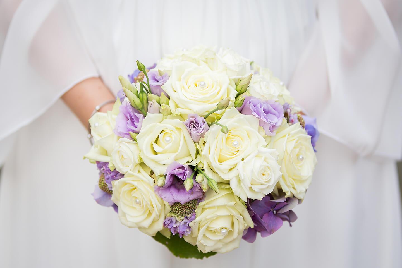 Brautsrauss während der Hochzeitsreportage fotografiert