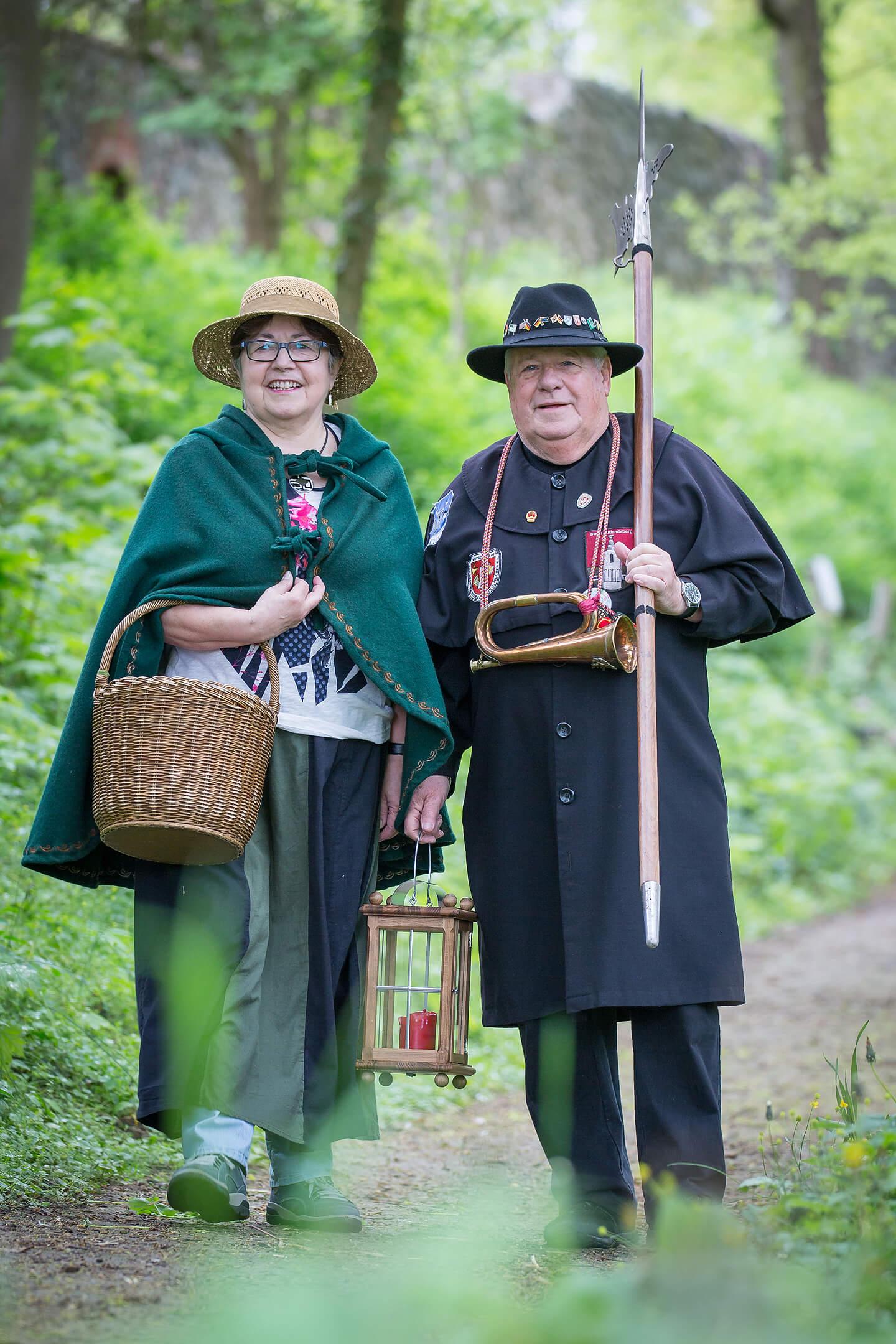 Traditionell gekleidet