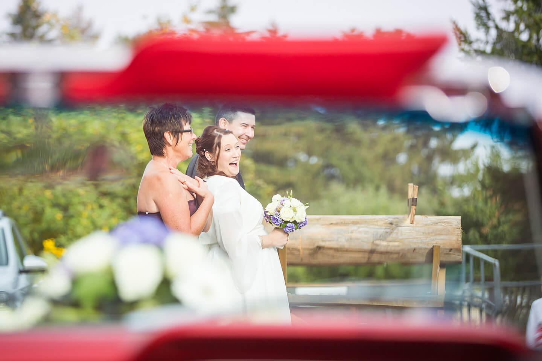 Pfiffige Perspektive - Brautpaar mit Mama
