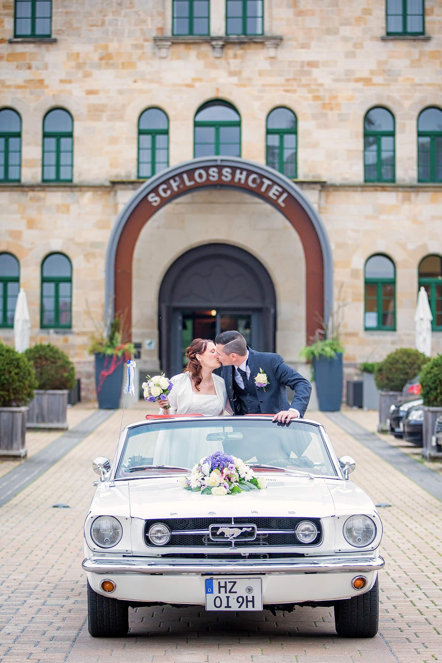 Brautpaar vor dem Schlosshotel Blankenburg