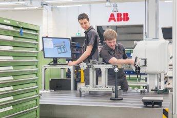 ABB Industriefotografie in der Werkhalle