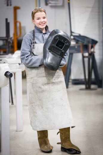 Portraitfoto einer Auszubildenden im ABB Ausbildungszentrum Berlin