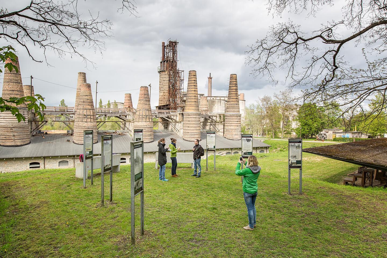 Touristen im Museumspark Rüdersdorf
