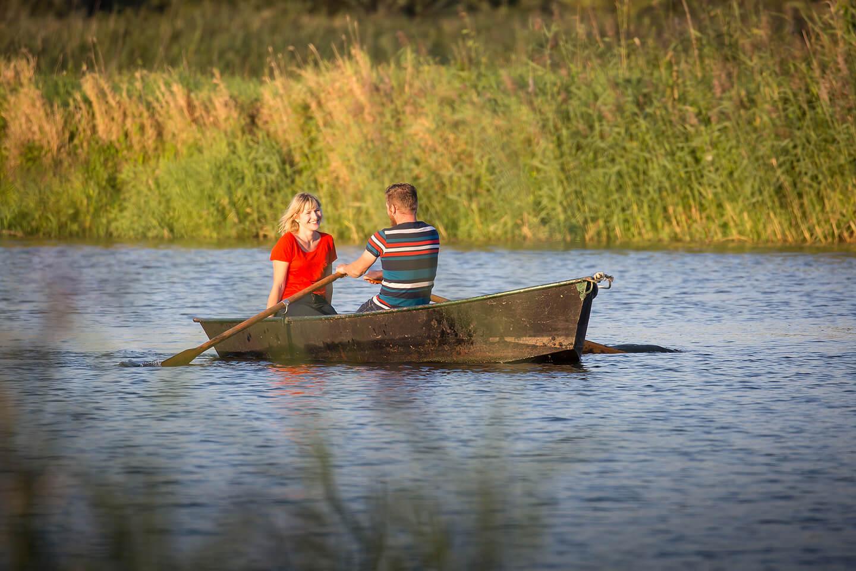Paarfoto im Ruderboot auf der Oder