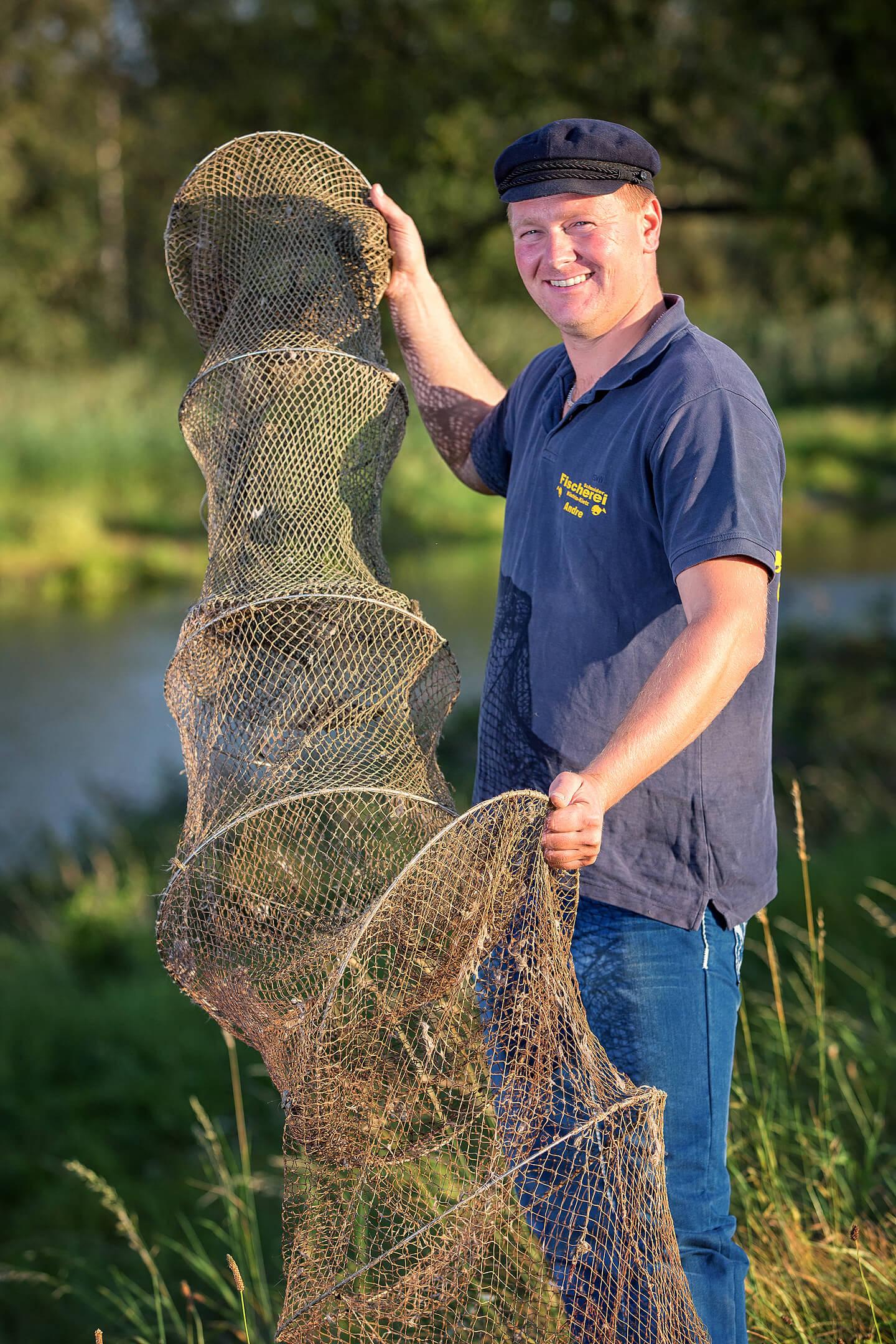 Portraitaufnahme eines Fischers im Oderbruch