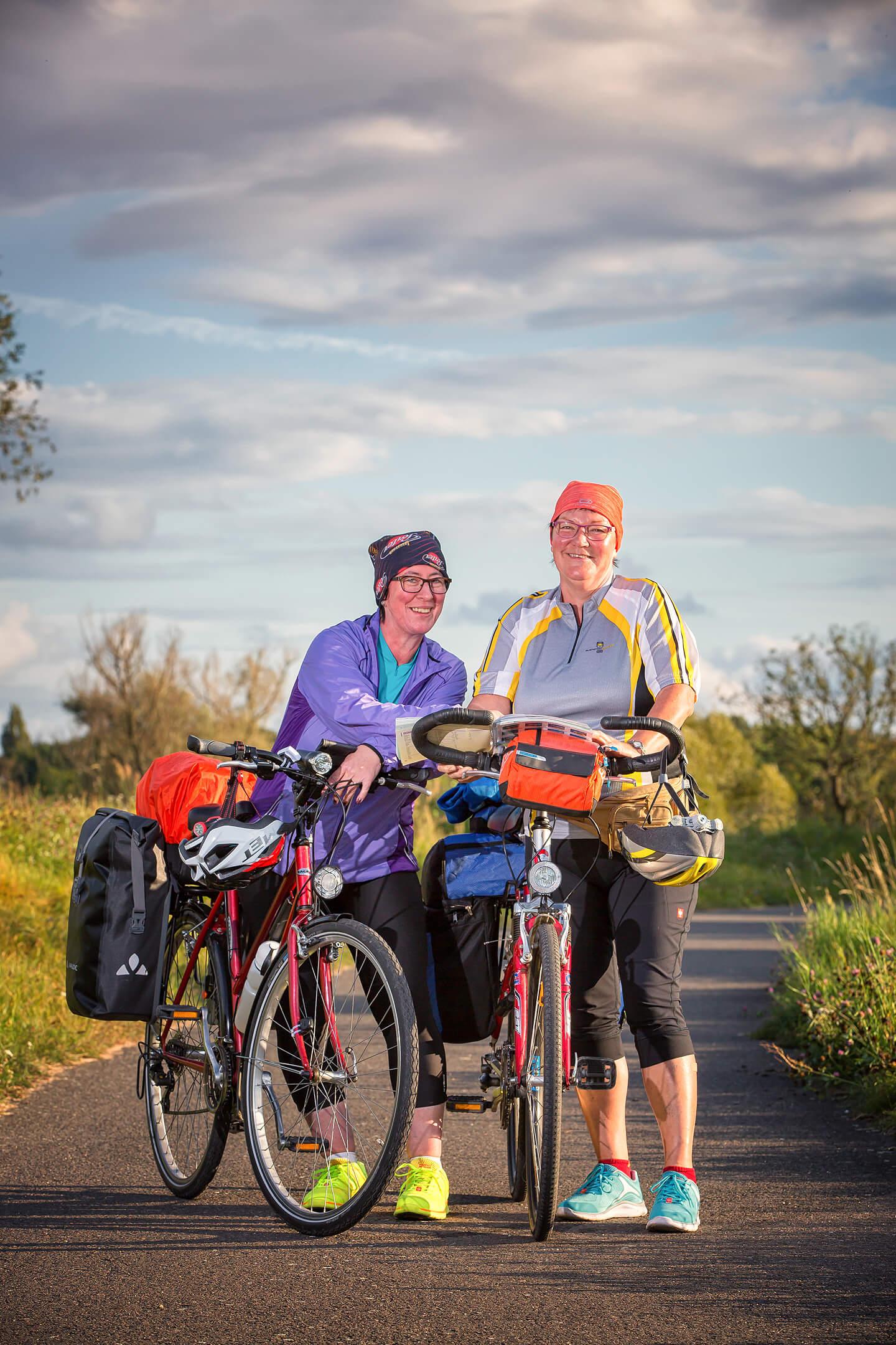 Fahrradfahrerinnen im Oderbruch