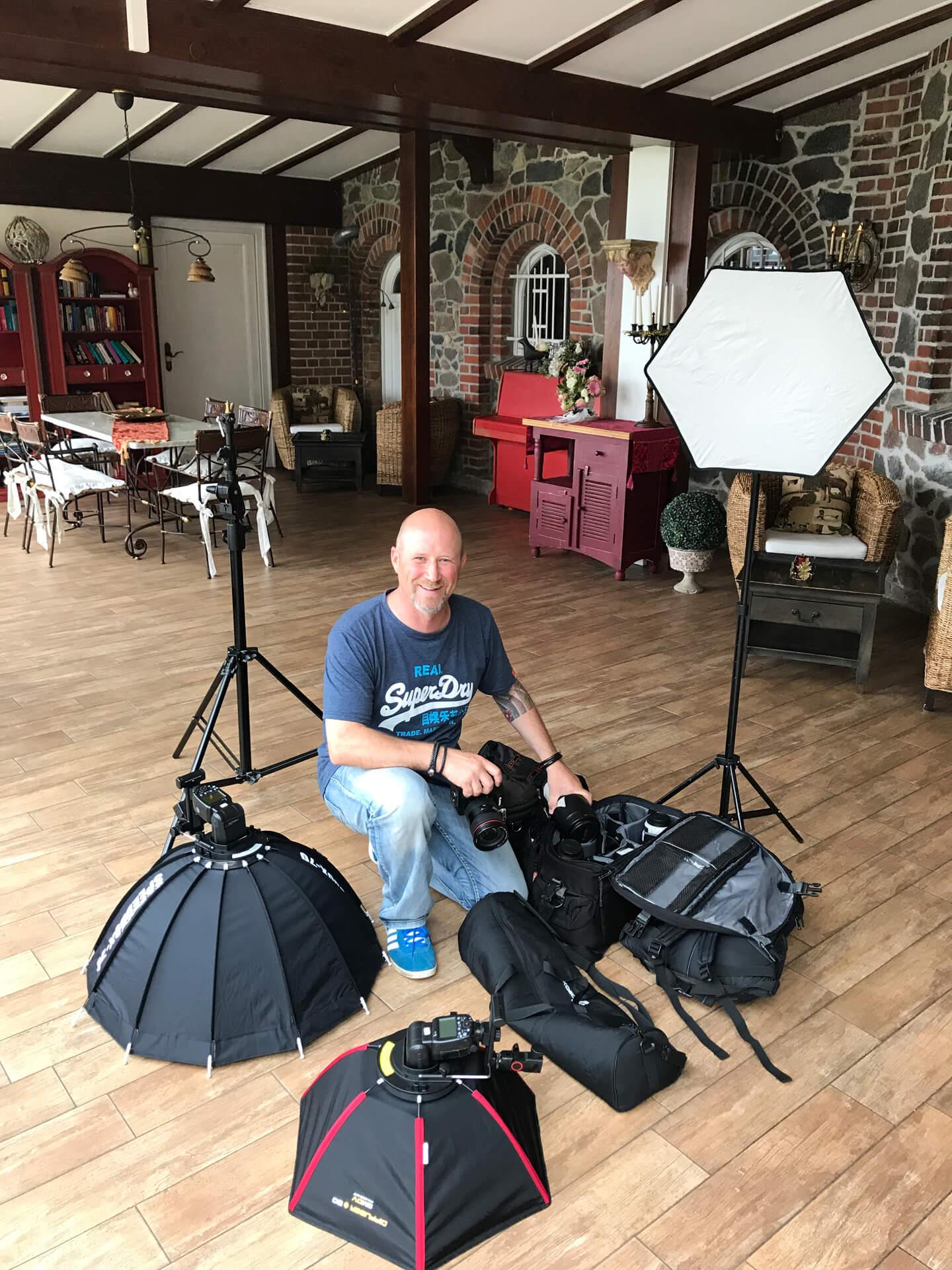 Portraitfotograf Florian Läufer bei der Arbeit