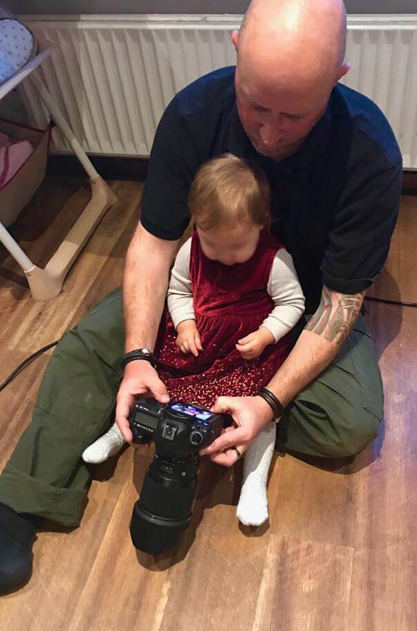 Fotograf Florian Laeufer beim Babyshooting