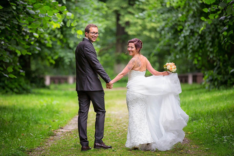 Hochzeitspaar nach der Trauung im Torhaus Wellingsbüttel