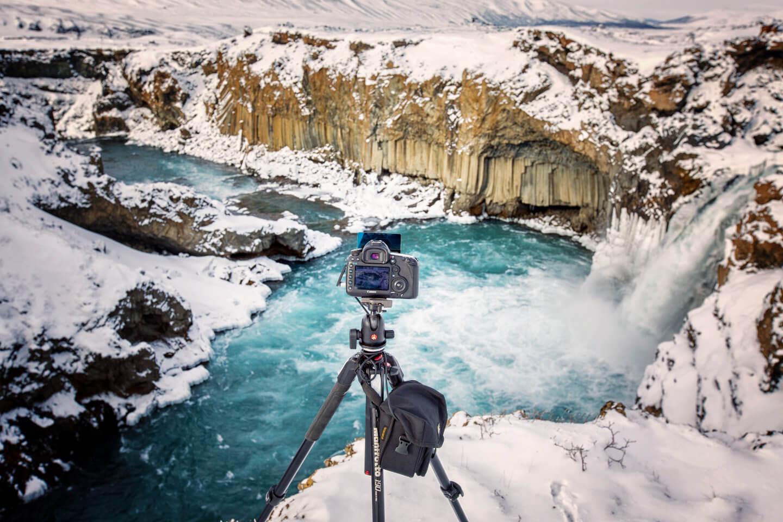 Island im Winter. Hier der Aldeyarfoss aus Sicht des Fotografen