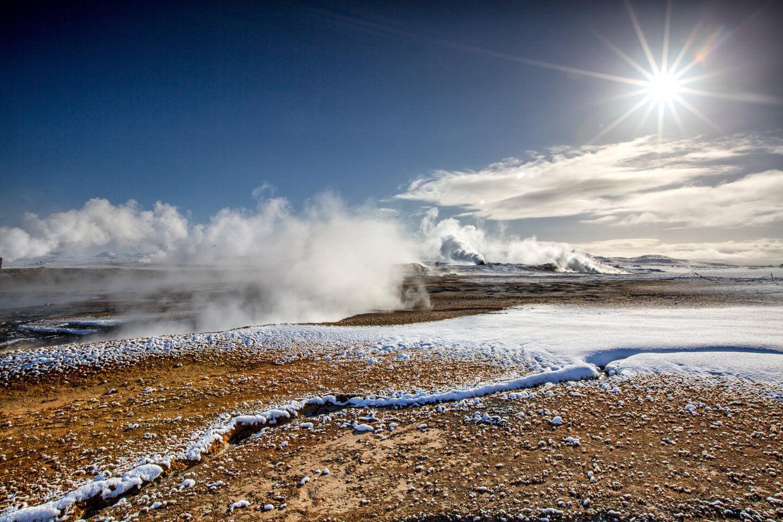 Das Geothermalgebiet Krafla im Gegenlicht