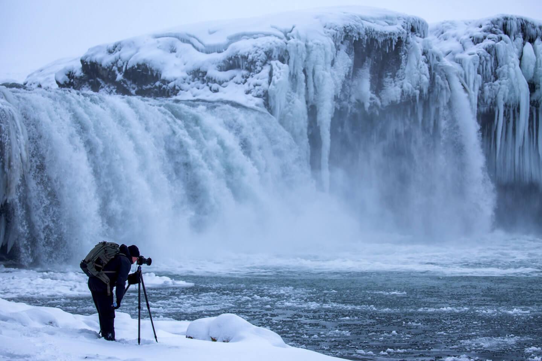 Beim Fotografieren am Godafoos im Winter ist warme Kleidung unerlässlich