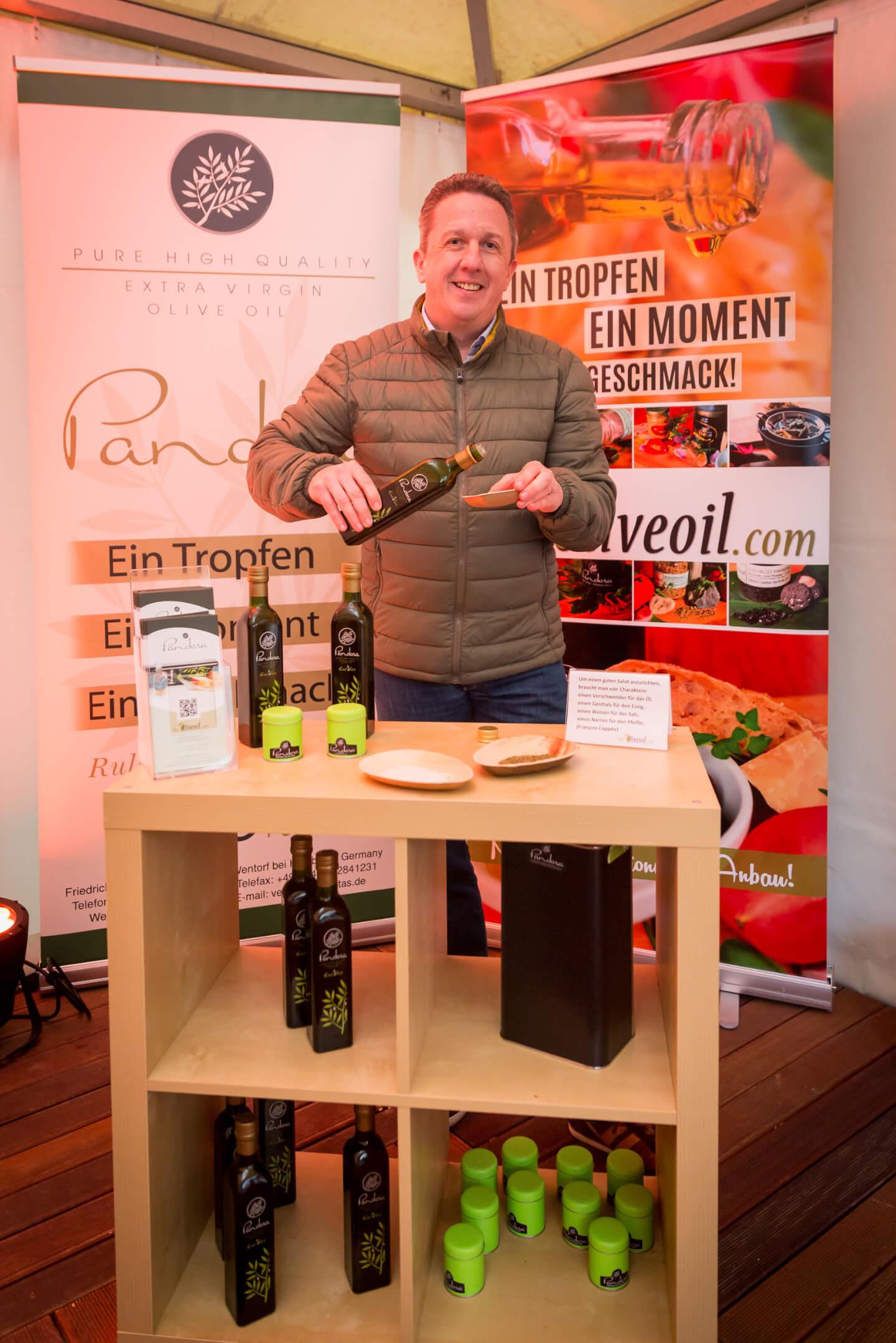 Nils Stallmach von The-Oliveoil präsentiert hochwertiges Olivenöl