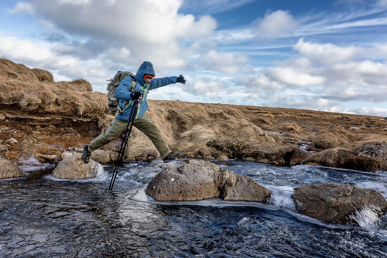 Auch das gehört bei einer Fotoreise Island dazu: Über Stock und Stein zum Fotospot