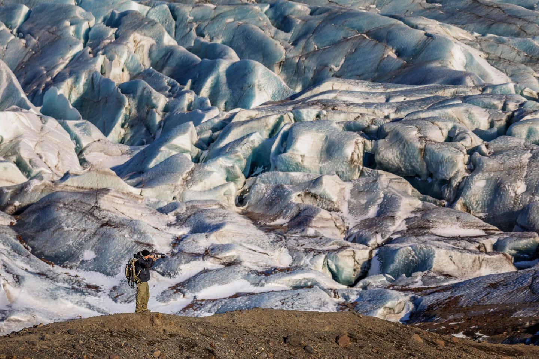Der hamburger Fotograf Florian Läufer am Gletscher im Vatnajökul-Nationalpark