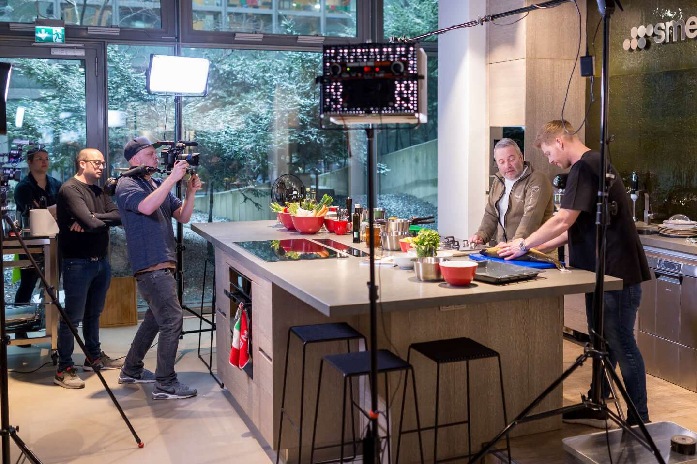Making of der Videoproduktion mit Koch Nils Egtermeyer im Smeg Küchenstudio in Hamburg