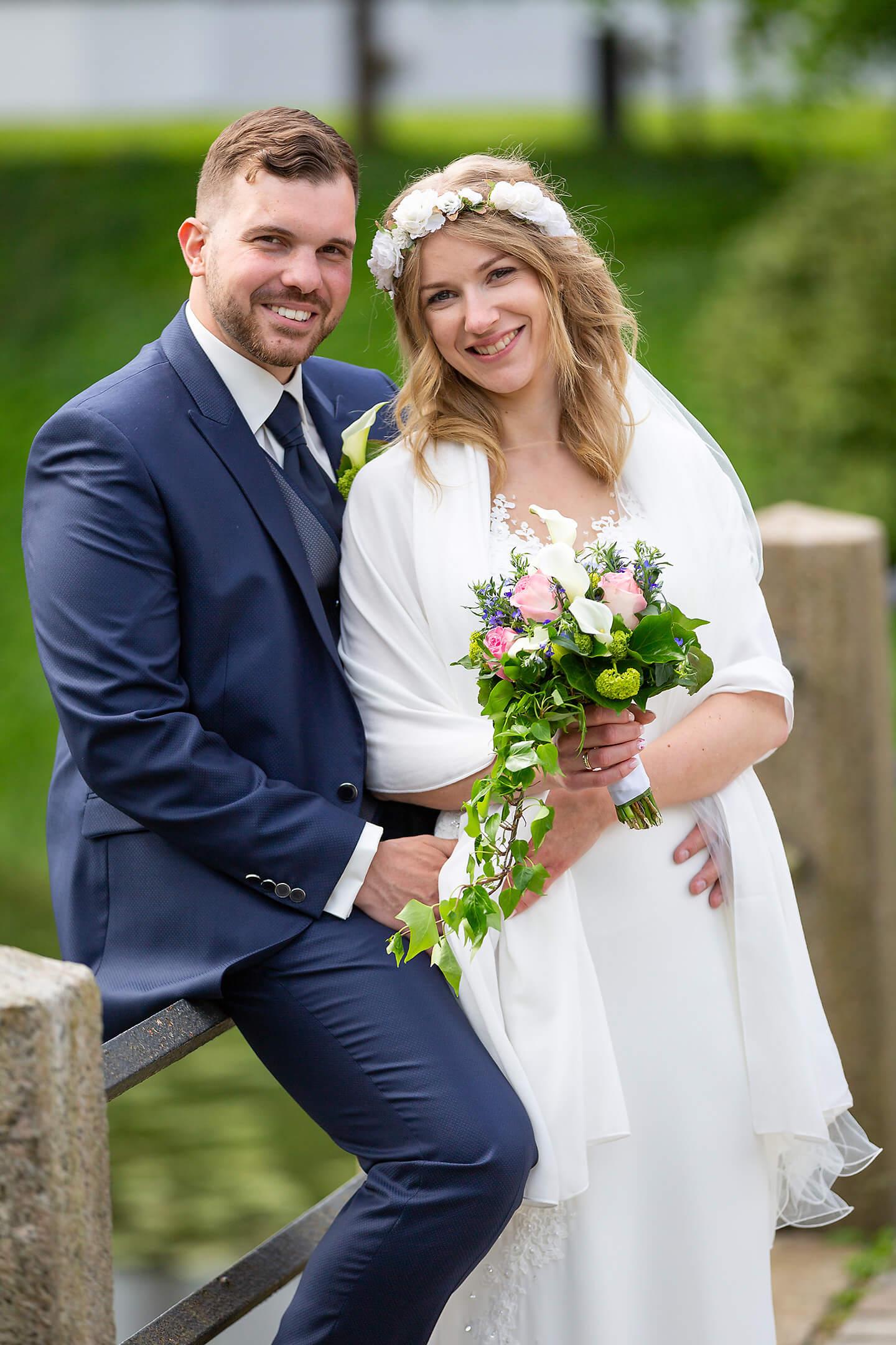 Hochzeitsfoto auf der Brücke vom Schlossgraben Ahrensburg
