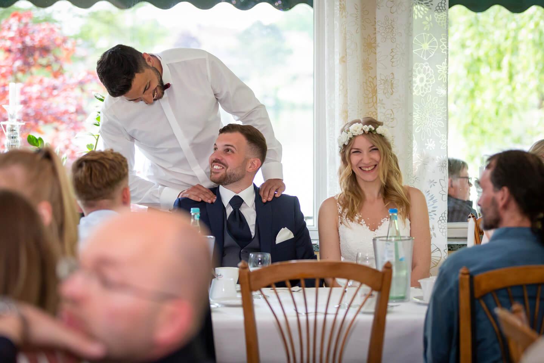 Brautpaar in der Hochzeitslocation Strandhus Großensee