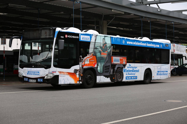 HVV Bus mit Folierung von Fotos aus einem Shooting mit Fotograf Florian Läufer