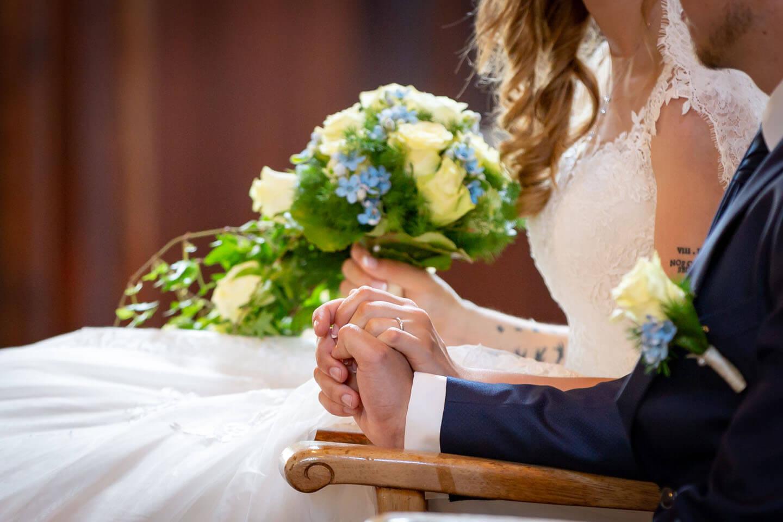 Die Hände des Brautpaares vor dem Atar