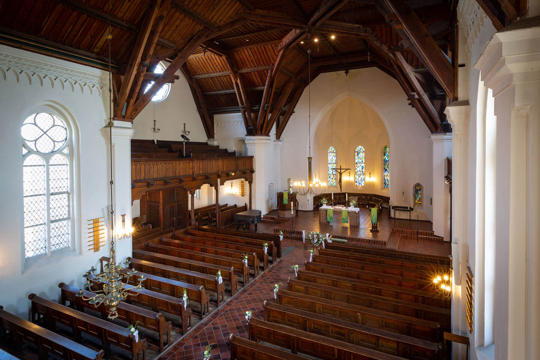 Für die Trauung vorbereitete Kirche