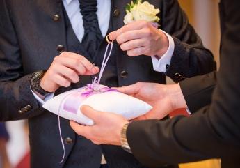 Ringtausch im Standesamt während einer Hochzeitsreportage fotografiert