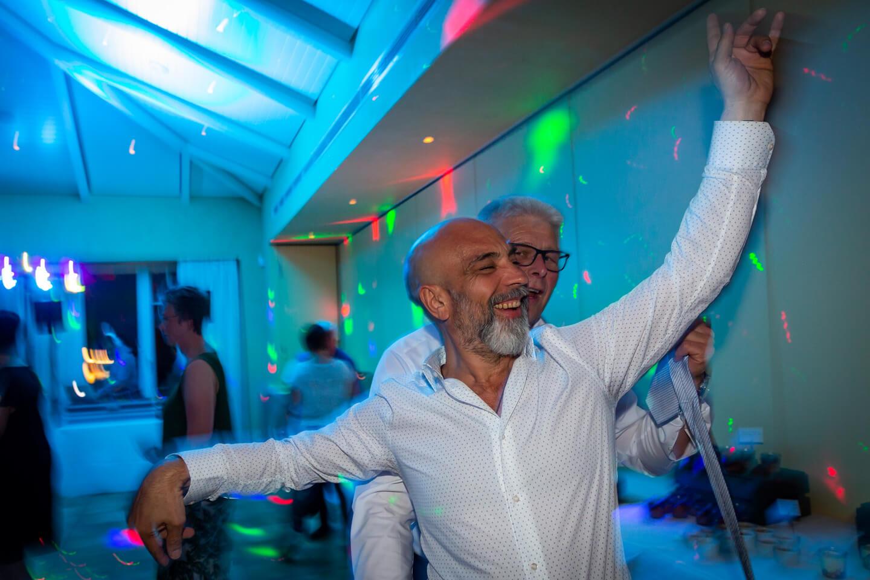 Tanzfläche mit Discobeleuchtung