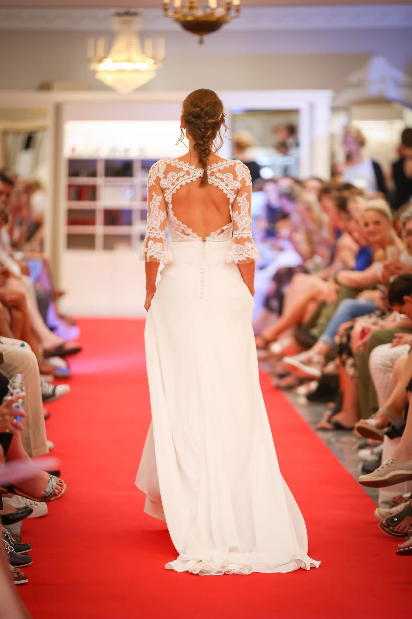 Rueckenfreies Hochzeitskleid
