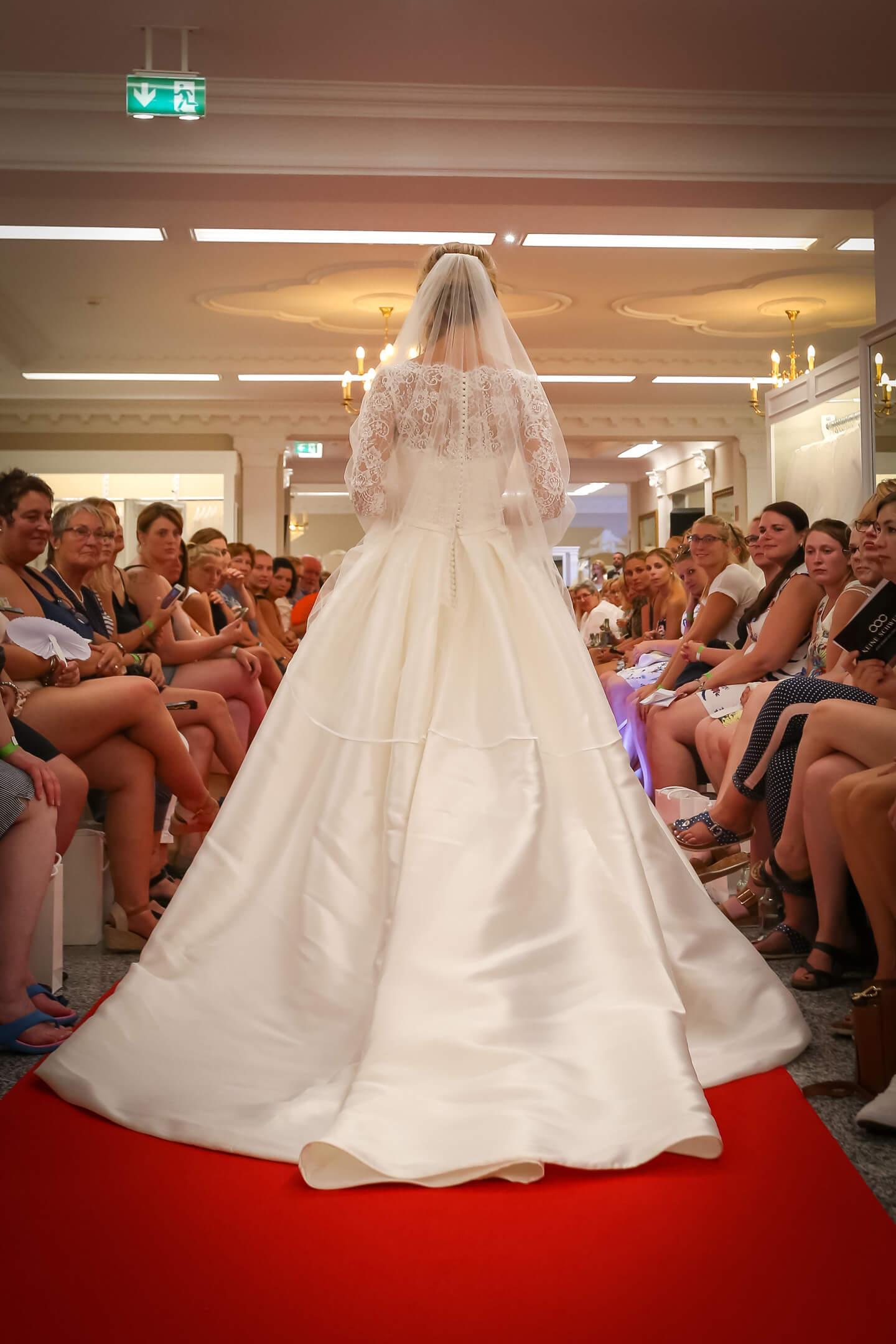 Pronovias Hochzeitskleid auf dem Laufsteg